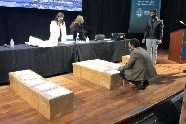 Apertura de cajas licitación Portezuelo del viento.