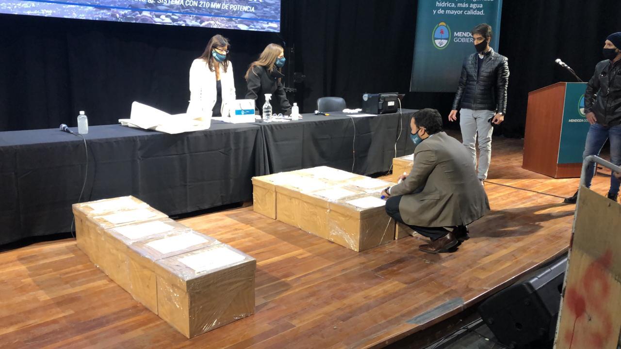 Apertura de sobres licitación Portezuelo del Viento.